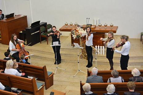 "Instrumentalgruppe vor dem Gottesdienst – ""Once in Royal David's City"""